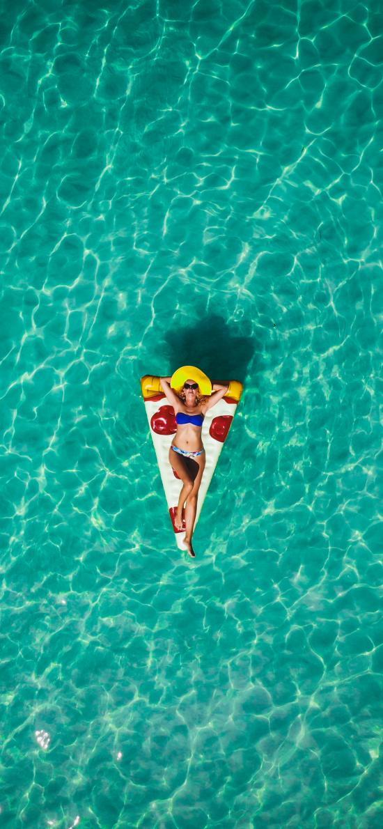 欧美美女 大海 披萨泳圈 比基尼