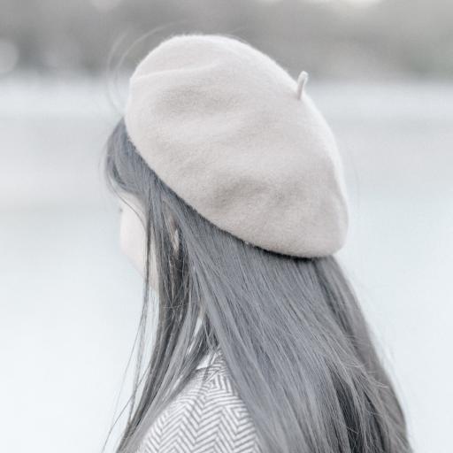 背影 灰白 滤镜 帽子