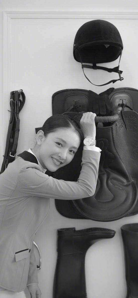 吴倩 演员 明星 黑白 马术