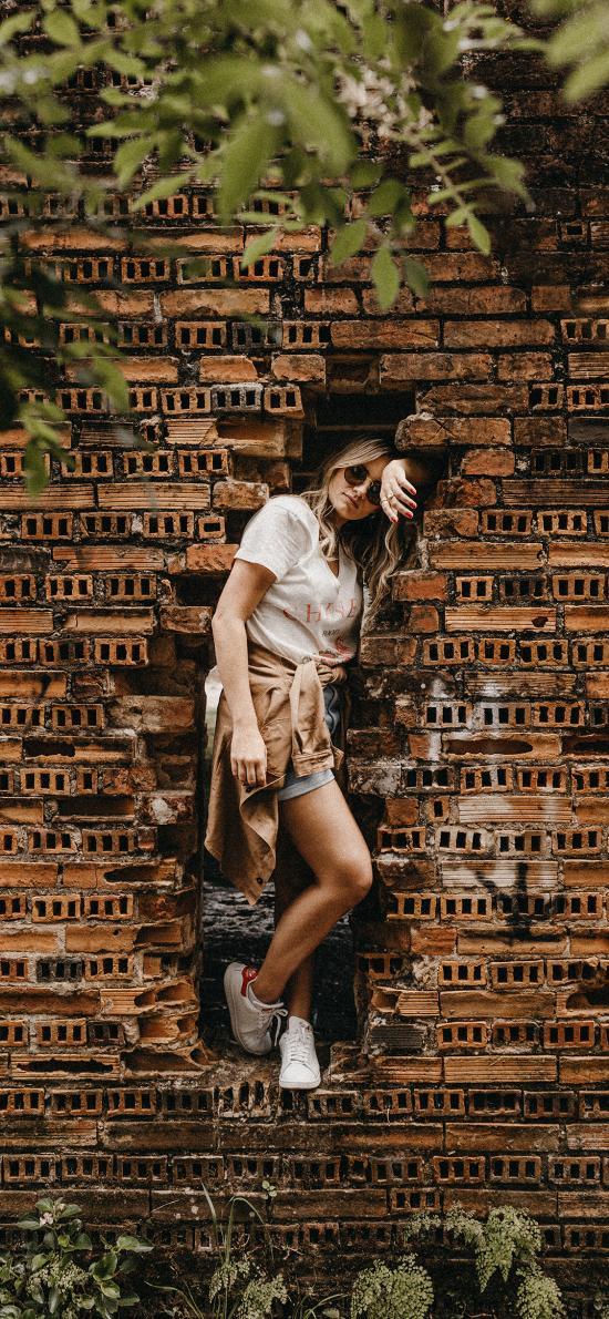 女孩 欧美 砖墙 拍摄