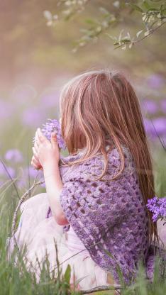 草丛 鲜花 女孩 背影 紫色