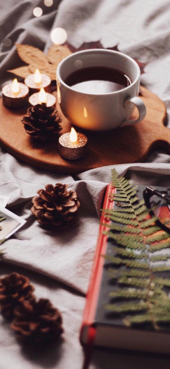 静物 咖啡 蜡烛 松果 眼镜 书籍