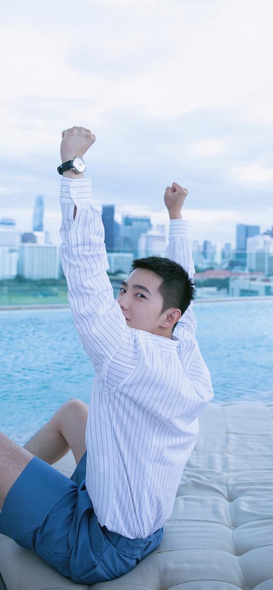 杨洋 歌手 演员 明星 泳池