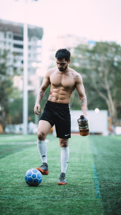 腹肌 运动员 足球 草坪