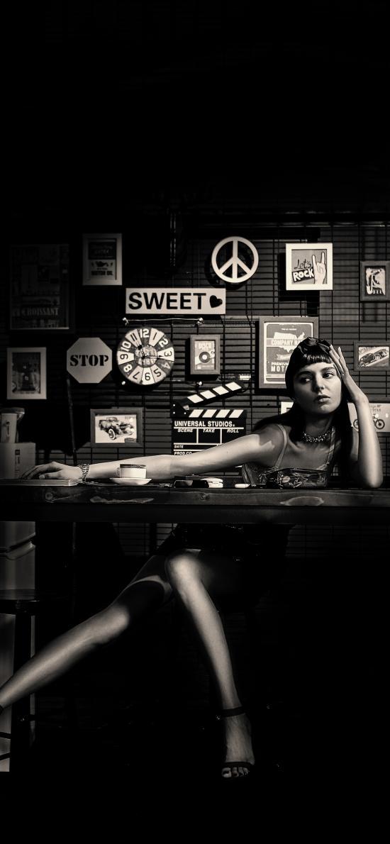 女孩 吧台 摆拍  黑白