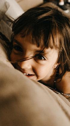 小女孩 欧美 儿童 可爱 沙发 孩子