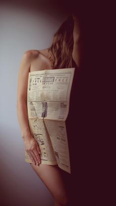 女孩 写真 报纸 人体艺术