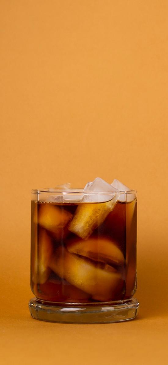 黄色背景 饮品 调制 冰块