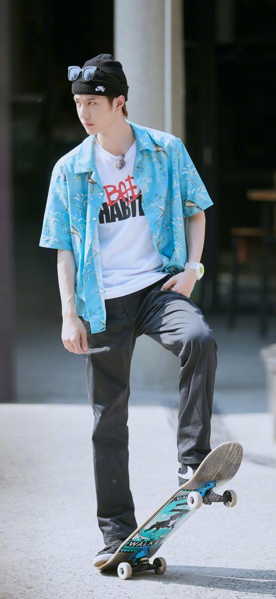 王一博 艺人 滑板 UNIQ