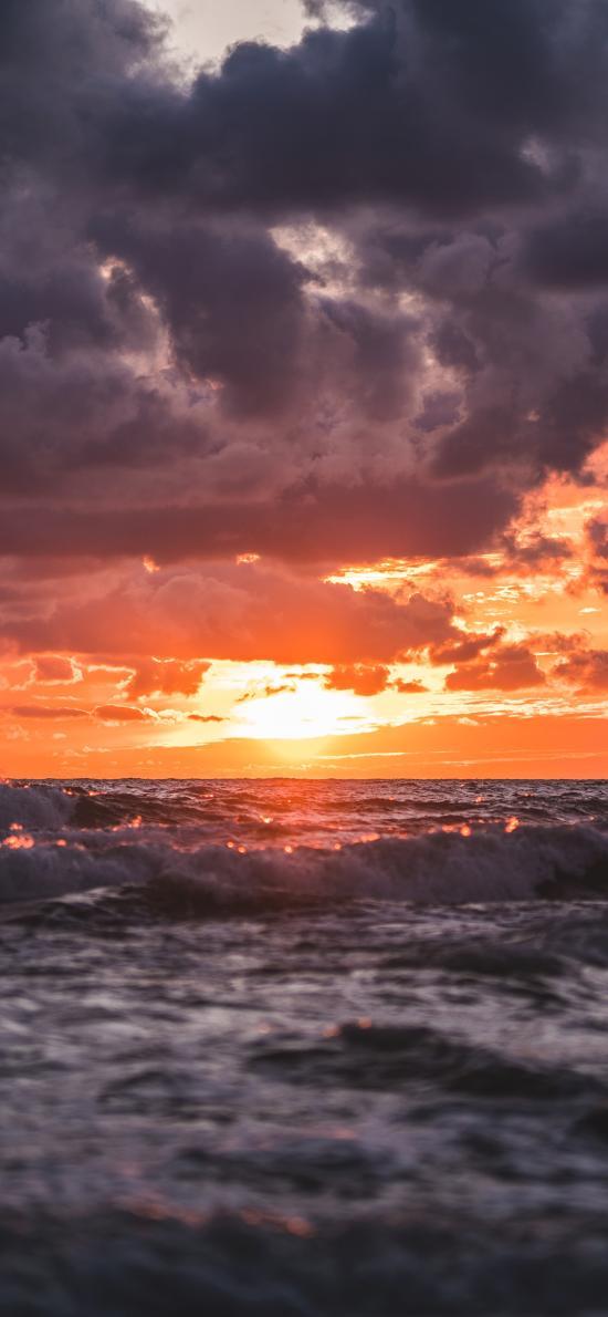 大海 海浪翻涌 乌云 太阳