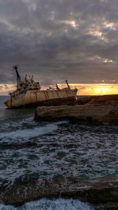海景 废弃 轮船 海浪 夕阳