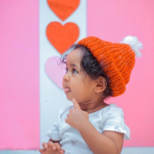 孩童 小孩 可爱 帽子 吐舌