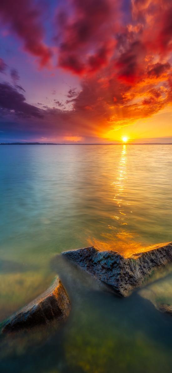 日落 海平面 石块 彩霞 云彩