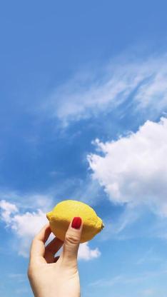 蓝天 白云 水果 柠檬 手