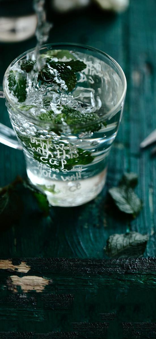 玻璃杯 饮品 水 薄荷叶