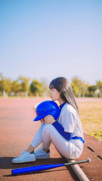 女孩 棒球棍 棒球帽 运动 装备  跑道