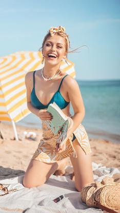 性感 沙滩 阳光 比基尼 笑容