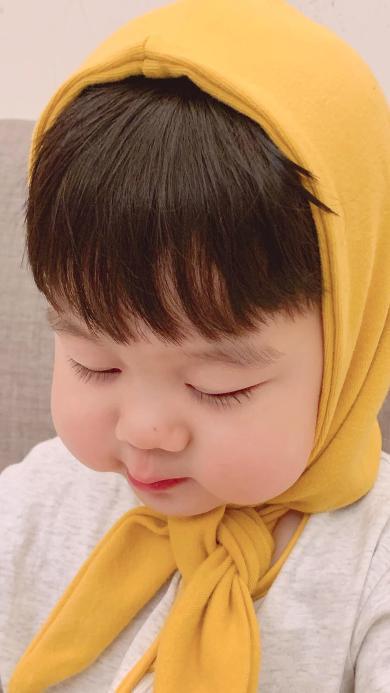 李浠晗 小男孩 头巾 脸颊