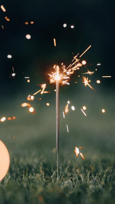 仙女棒 草地 光亮 璀璨 火花