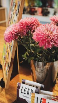 静物 画板 鲜花 花瓶 大丽花