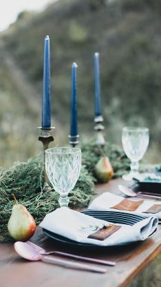 餐桌 烛台 高脚杯 餐具 梨子
