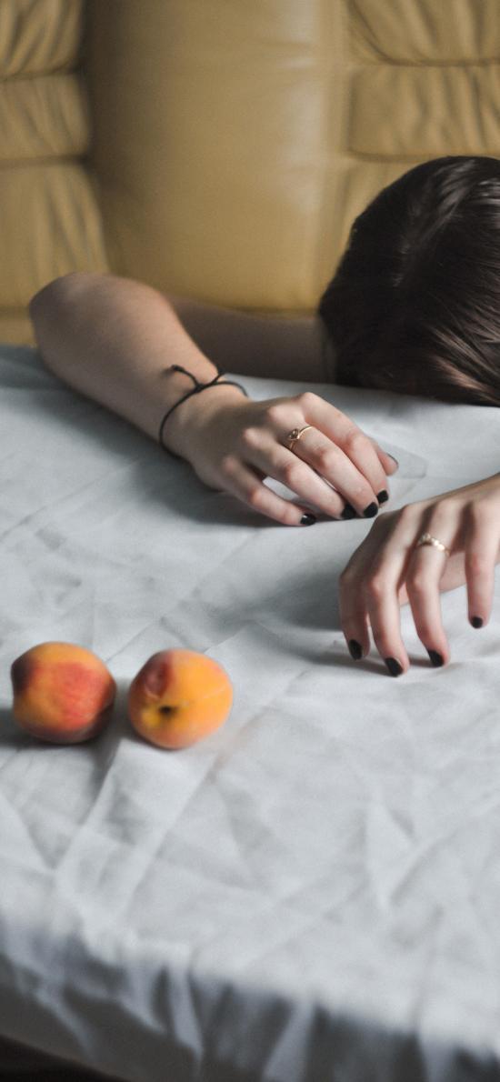 女孩 写真 双手 桃子