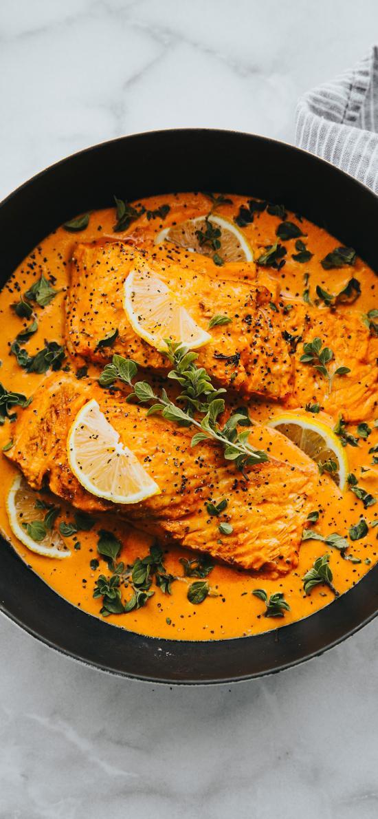 鱼肉 柠檬 薄荷 酸汤