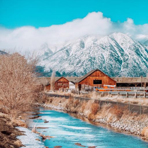 景色 河流 房屋 雪山