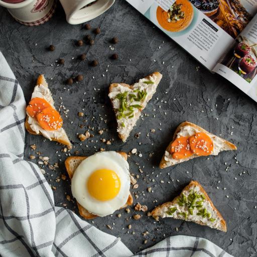 吐司 鸡蛋 面包片 杂志
