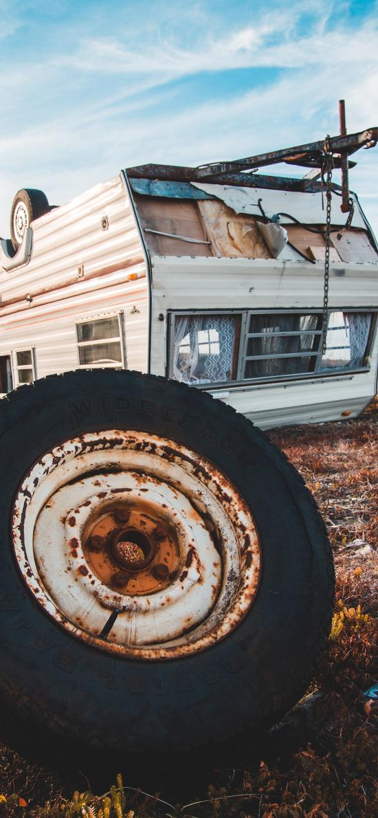 郊外 蓝天 小屋 轮胎