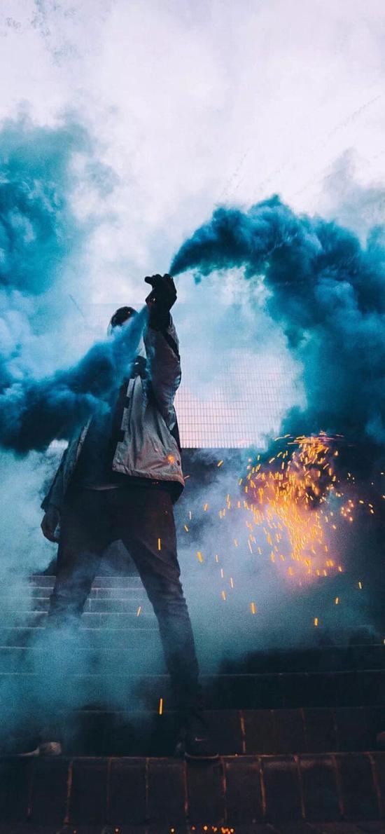 烟雾弹 求救 蓝色 写真