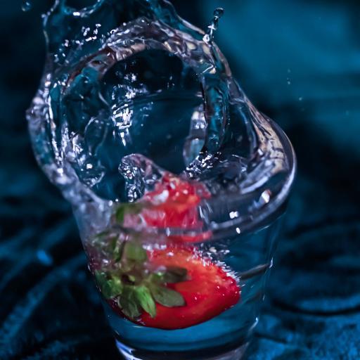 草莓 水杯 水花 飞溅