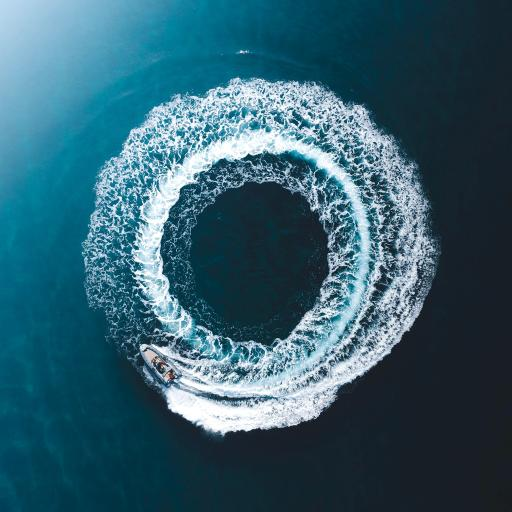 大海 圆圈 汽艇 旋转