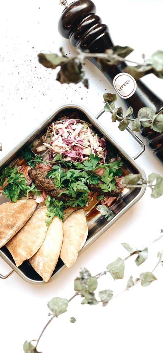 西餐 餐包 蔬菜 肉排 黑胡椒