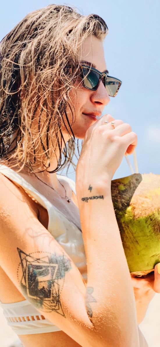 欧美 短发 沙滩 椰子 性感