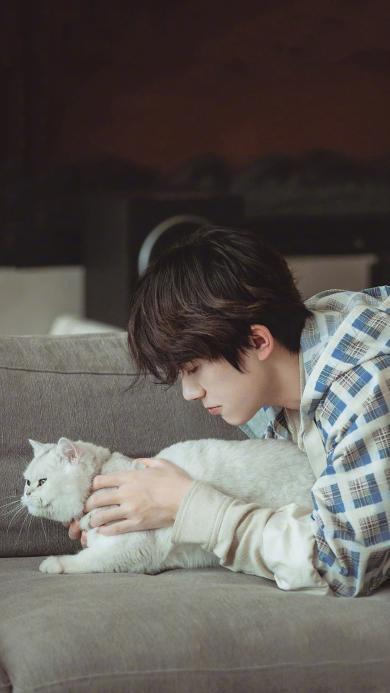 易烊千玺 朋友请听好 综艺 节目 撸猫 歌手 明星