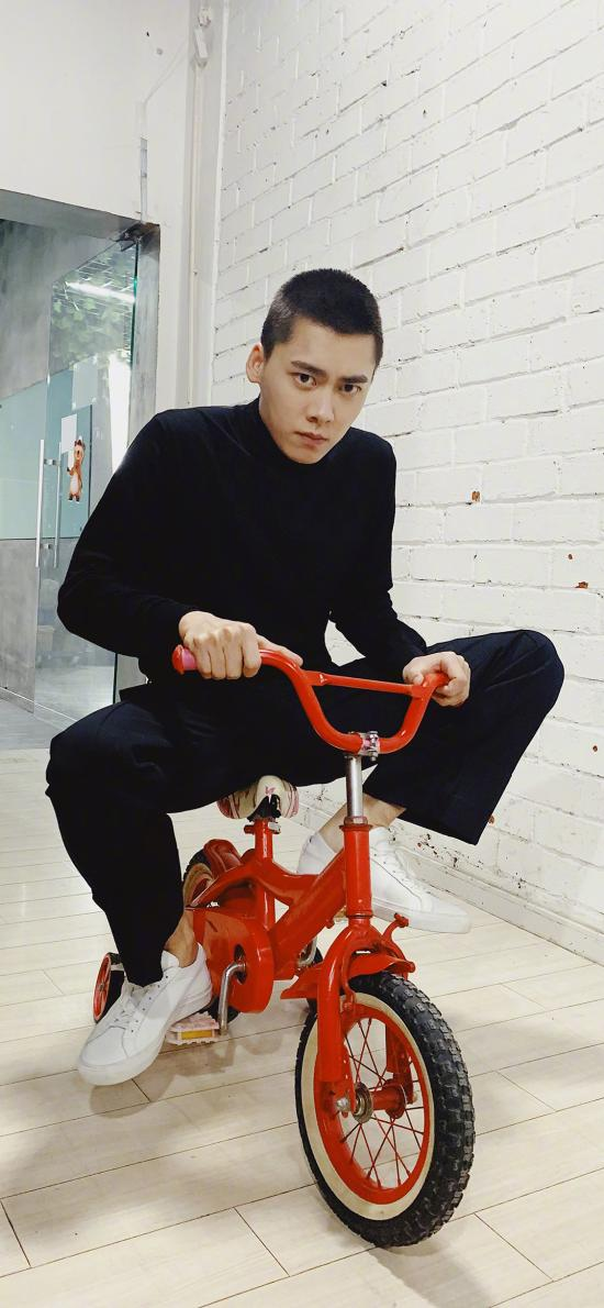 李易峰 小单车 艺人 寸头