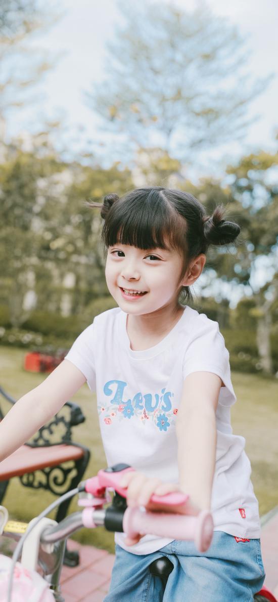 哈琳 小女孩 儿童 可爱 欢乐 自行车