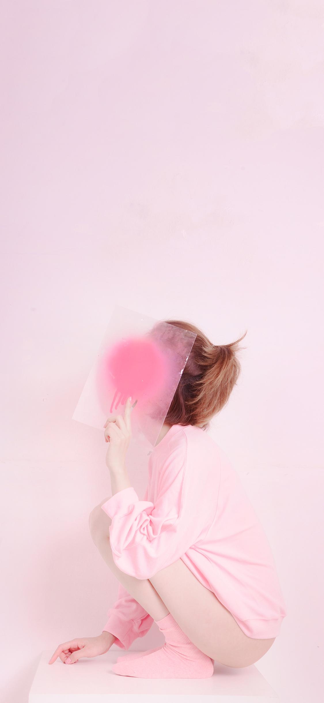 女孩粉色蹲姿甜美苹果手机高清壁纸1125x2436 必威体育 首页