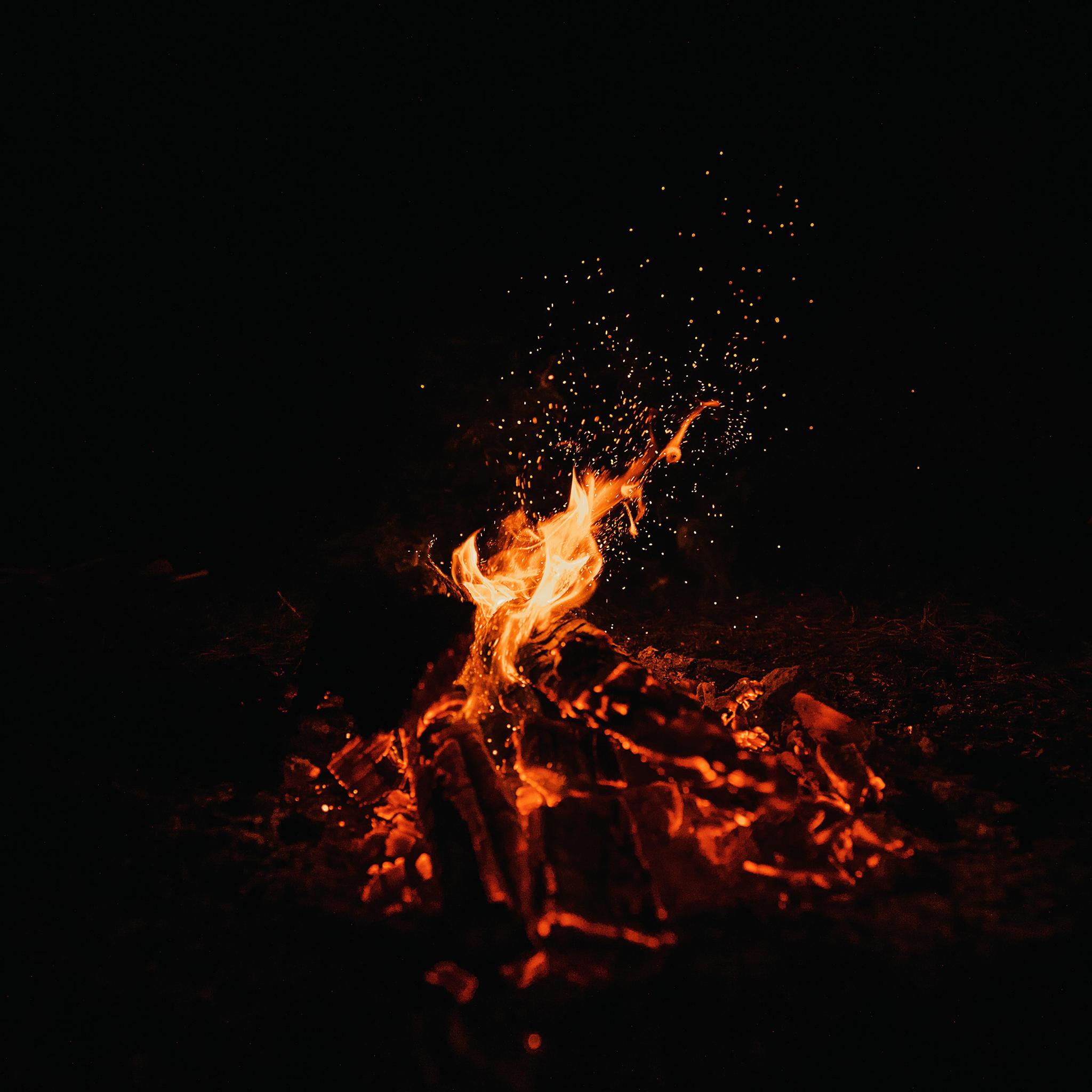 火焰火星夜晚燃烧苹果手机高清壁纸2048x2048 爱思助手