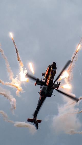 直升机 战斗机 烟雾 天空