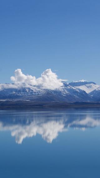 唯美 倒影 雪山 蓝天白云