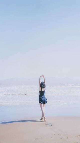 美女 短发 背影 海边 沙滩