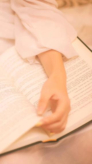 看书的女孩 阅读