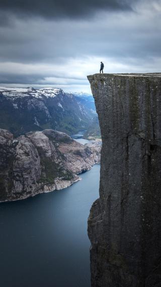 征服 山崖 悬崖 湖水
