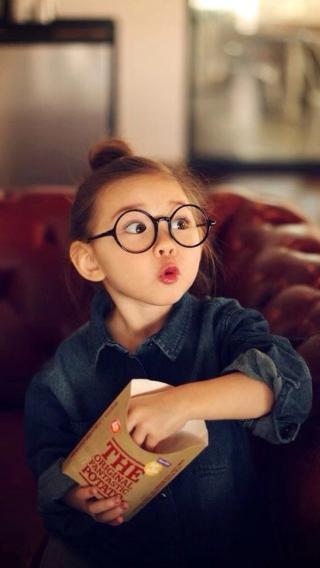 戴眼镜的小女孩 儿童