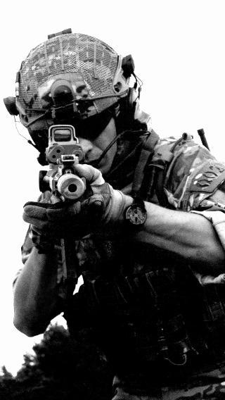 军人 士兵 持枪 战争 黑白
