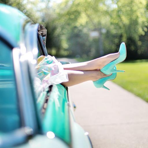 马卡龙色 高跟鞋 女性 汽车