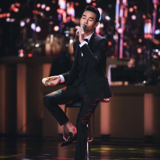 王凯 西装 唱歌