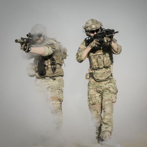 战争 沙漠 枪炮 士兵 行动 烟